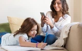 Deberes escolares y grupo de whatsapp de padres y madres